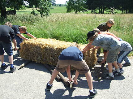 Games with hay bales